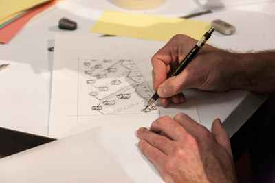 emil sommerfeldt drawing an illustration of animal farming at live drawing event at Martin-Gropius-Bau, Berlin.